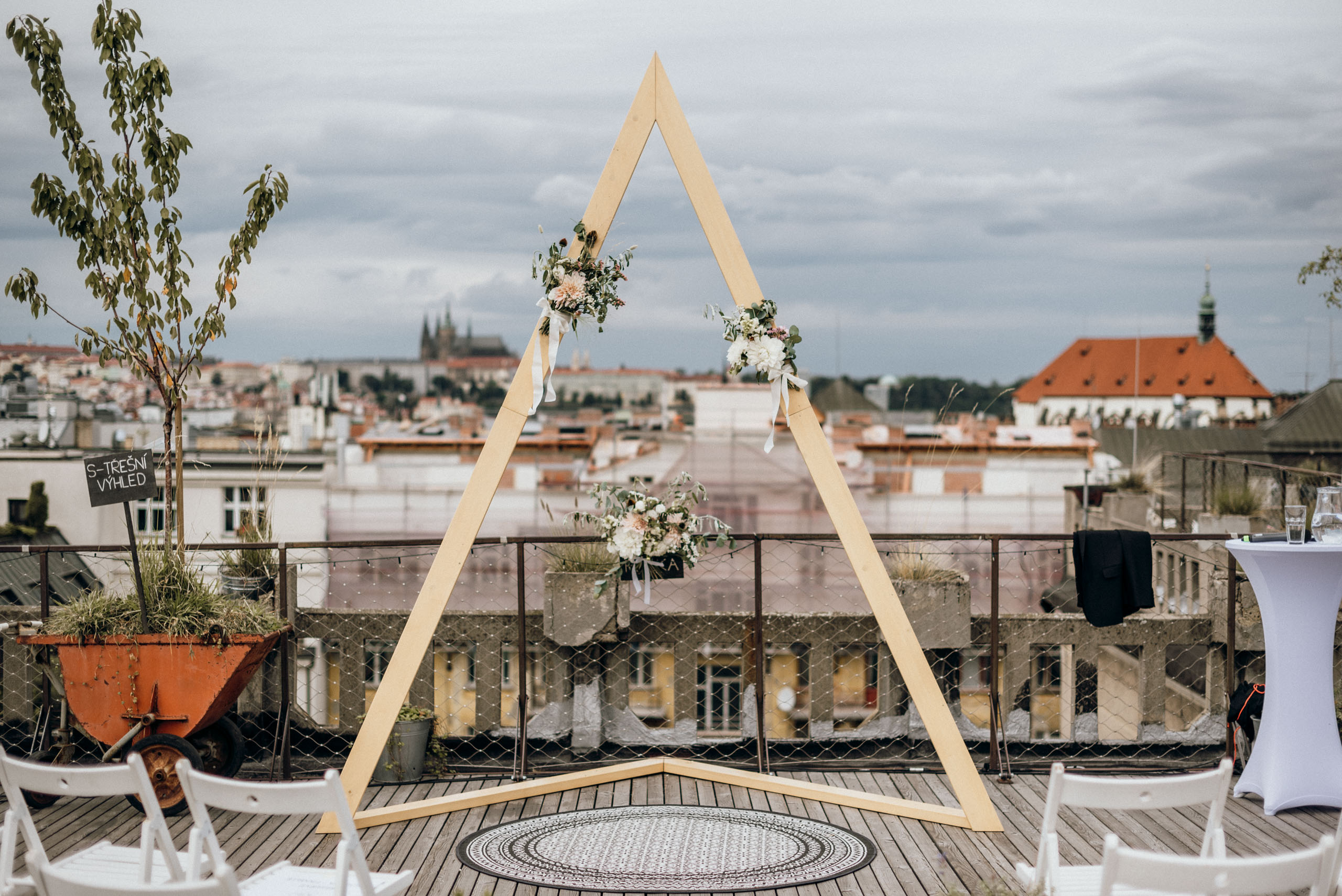Wedding on the Lucerna rooftop in Prague